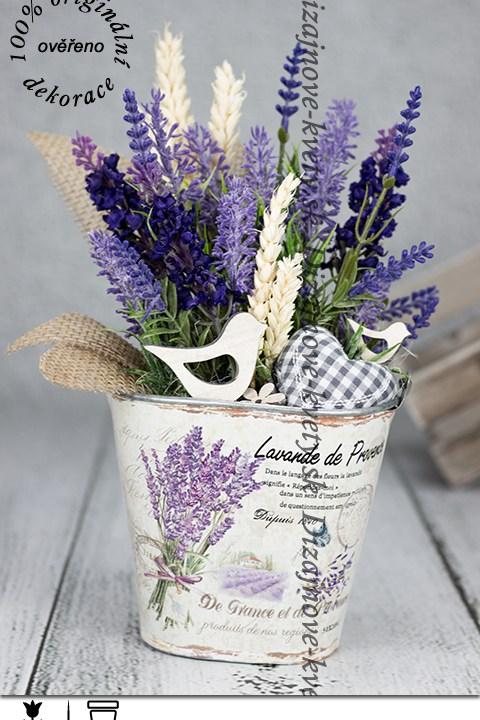 Provance dekorácie s fialovou levanduľou