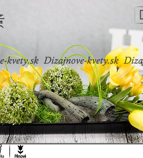 Ikebana - čierna keramika so žltými tulipány a fréziami