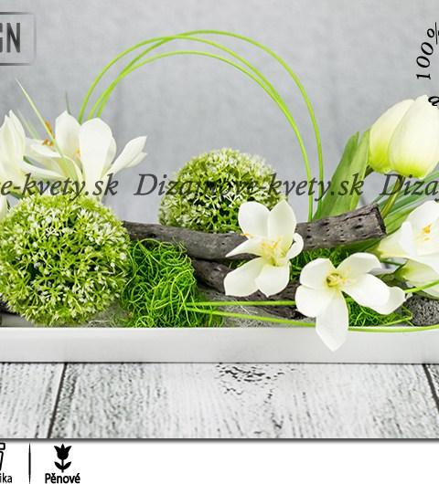 Ikebana v jarnom štýle na bielej keramike