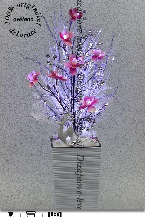 Luxusná zimná dekorácie s ľadovými magnóliémi a LED svetielkami