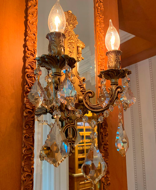 Wall light fixture in candle style in Disneyland Club 33