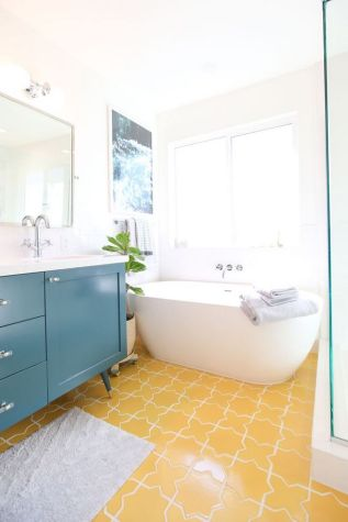 35+ The Appeal Of Yellow Bathroom Decor 62
