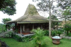 35+ The Hidden Treasure Of Joglo House Yogyakarta 17