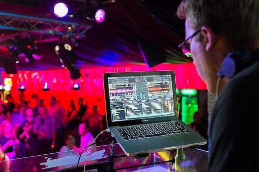 DJ und Musik - Discjockey Agentur Hamburg - DeeJay Vermittlung Diskjockey Suche