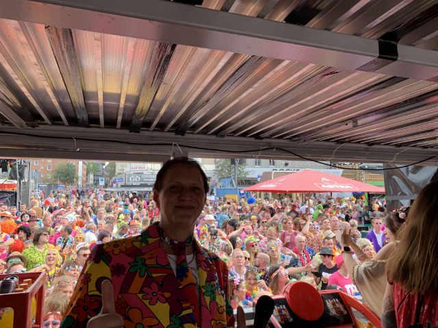 Schlager DJ Lutz Scheffler auf dem Track von Media Markt