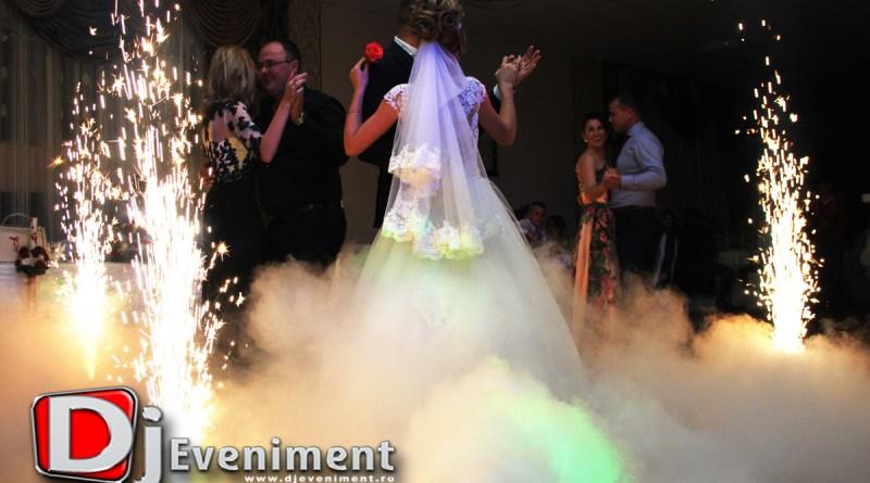 Dj Schela Lumini si Fum Dansul Mirilor in Moldova Noua