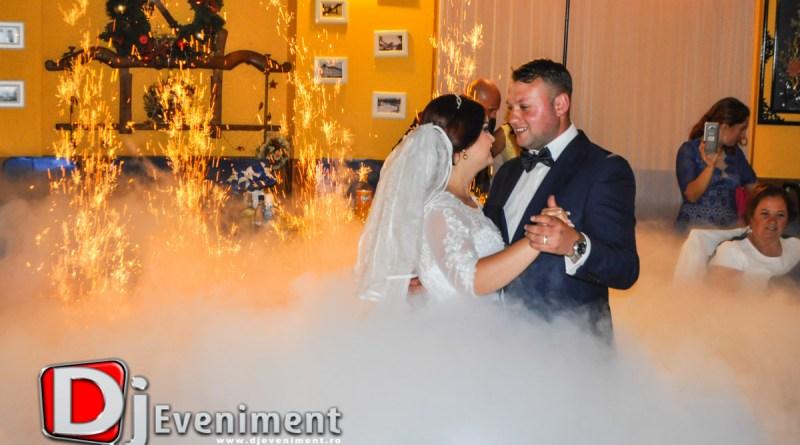 Fum pentru Dansul Mirilor in Bocsa si Gheata in Pahare pentru Nunta