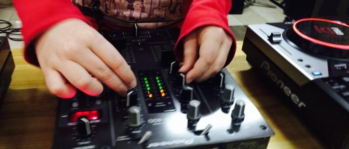 kind kan de was doen DJ
