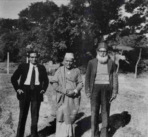 Folk singer abbasuddin ahmed (L), Ustad Alauddin Khan (M) and Kazi Motahar Hossain(R) at Bardhaman House, Dhaka (1955)