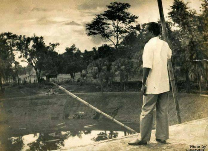 Zainul abedin at Charukola (institution of fine arts), University of Dhaka. (1950)