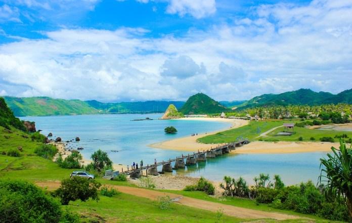Surga Wisata Alam Pantai Di Lombok Tengah - Djava Vista