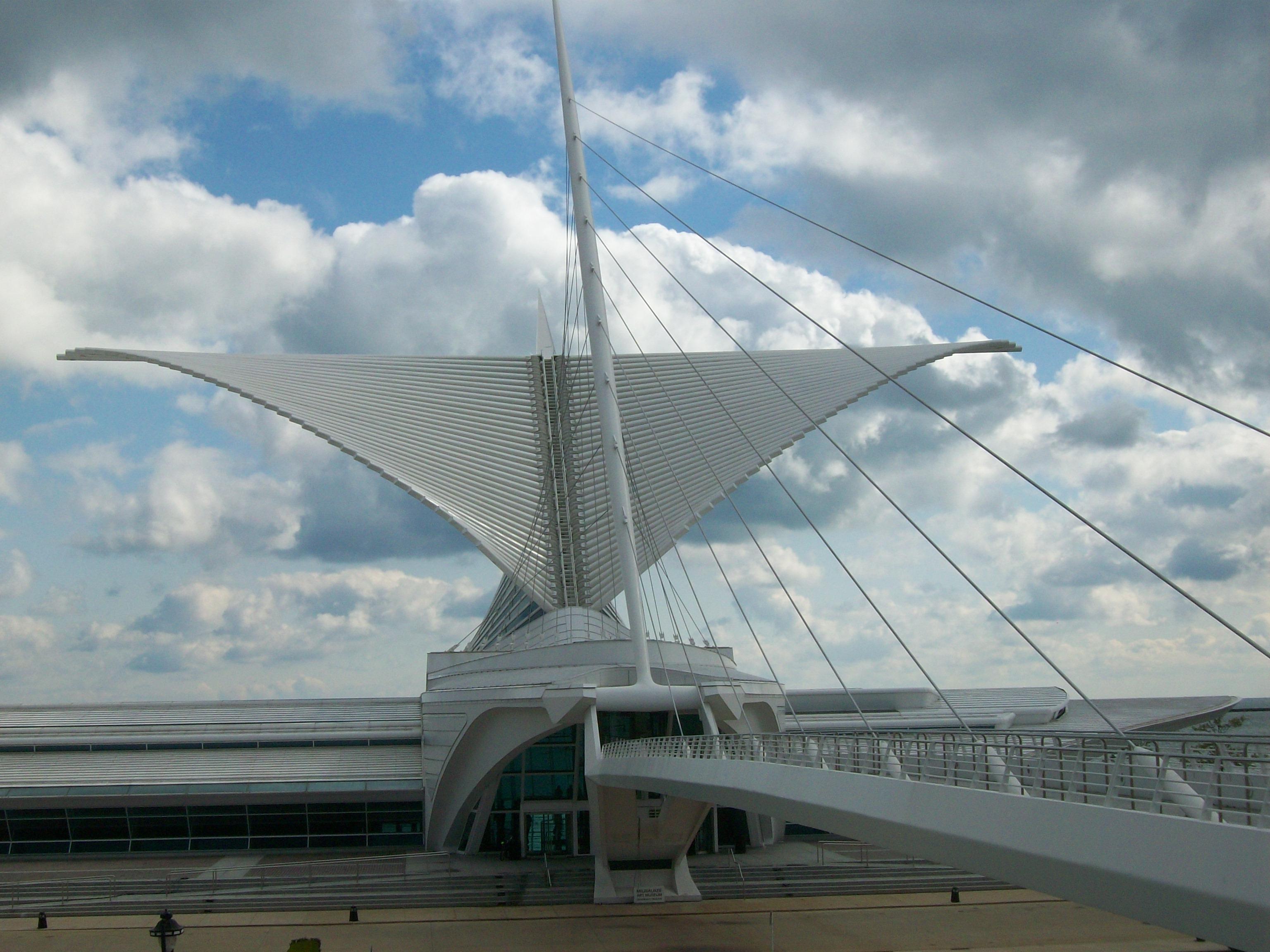 Calatrava's Milwaukee Art Museum Wings Open