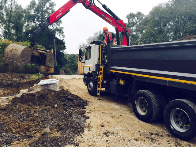 DJ Grab Hire | Manchester | Greater Manchester Muckaway Grab Hire Services Mini Digger Hire North West Cheshire Bury Bolton Stockport Salford