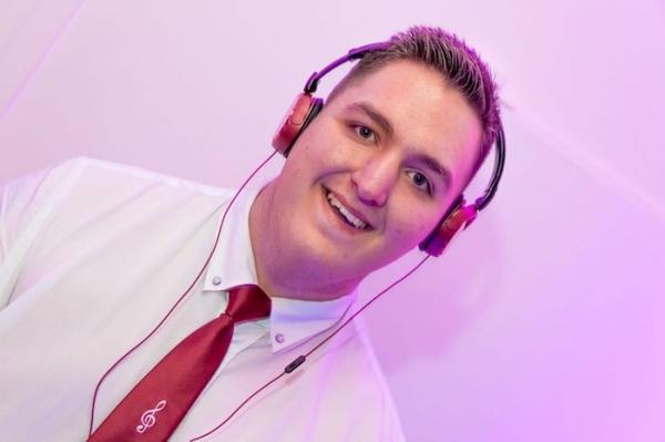 DJ Jule ist Ihr Hamburger Event DJ für Ihre Veranstaltung