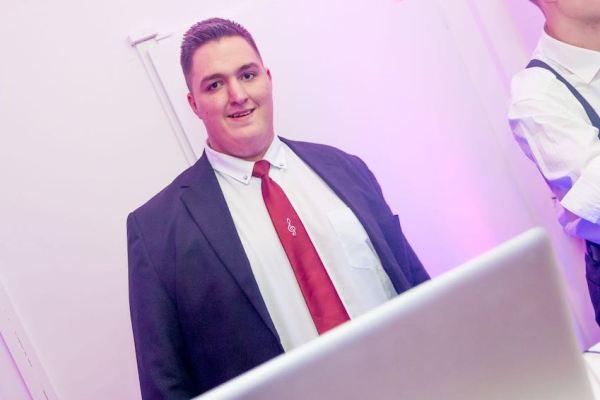 DJ Jule ist Ihr Event DJ für Hamburg und Umland
