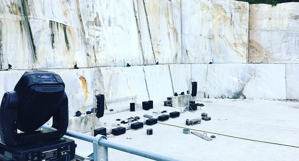 NINA KRAVIZ IS PLAYING A FESTIVAL IN A MARBLE QUARRY THIS SUMMER