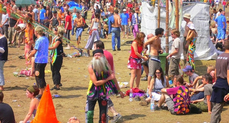69% OF PEOPLE THINK YOU'RE NEVER TOO OLD TO RAVE, STUDY FINDS