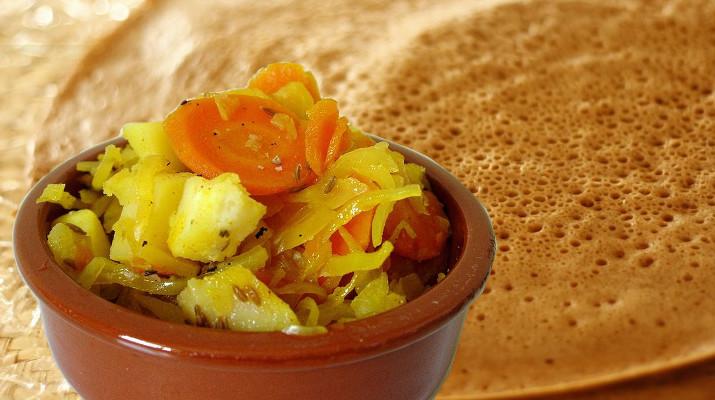 Chou blanc à l'éthiopienne injera galette djolo