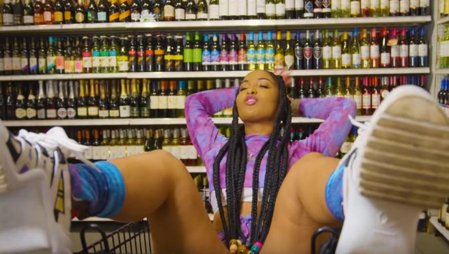 Shenseea, dancehall, pop, hot, clip, clip hot, Sure Sure, Rvssian, chanteuse jamaïcaine, supermarché, bisexuelle, musique jamaïcaine