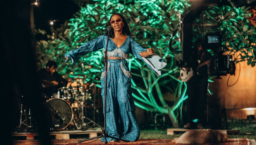 Asa, Live, Live (Home) Concert, At Home, soul, afropop, pop, chanteuse nigériane, concert, en live, jailer, 9 lives, murder in usa, Beautiful, Stay Tonight