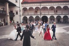 DJ Wodzirej Stradom z Krakowa - wesele, taniec polonez, dziedziniec Zamku Królewskiego w Niepołomicach