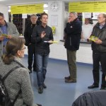 Lentpark-Chef Dirk Bremermann mit KJV-lern, dahinter der Schlittschuhverleih.