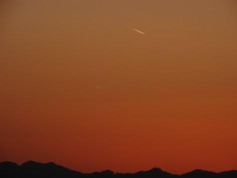 夕方の飛行機雲2