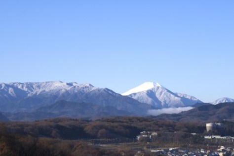 凍てつく山々