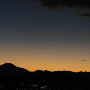 日没後の丹沢山系と富士山