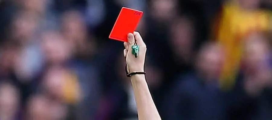 بطاقة حمراء