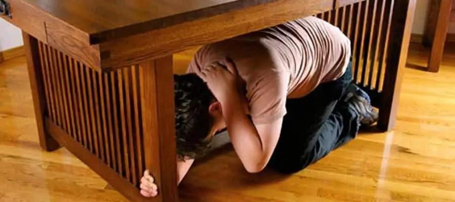 زلزال تحت الطاولة