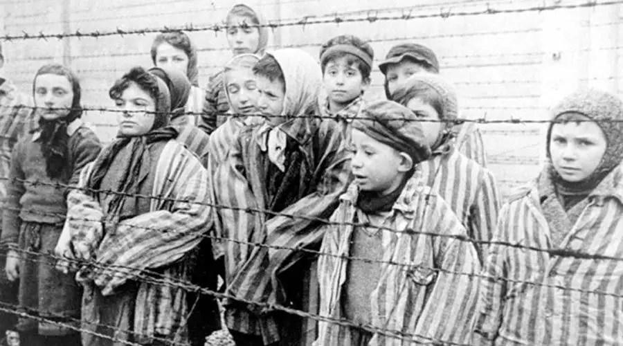الهولوكوست المحرقة اليهودية