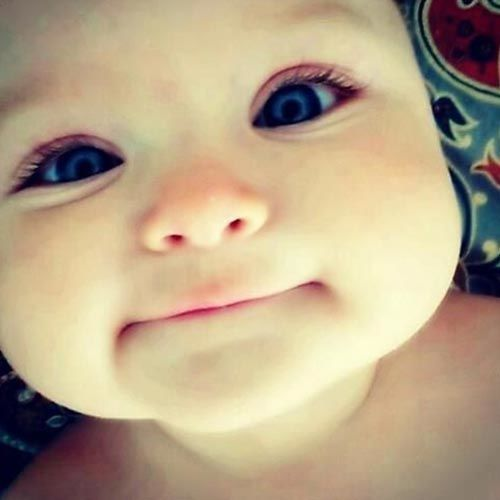 طفل كيوت