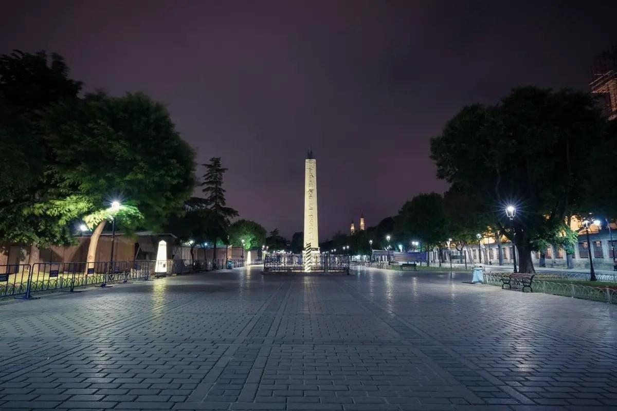 كانت ساحة السلطان أحمد هي القلب الاجتماعي للقسطنطينية، عاصمة الإمبراطورية البيزنطية.