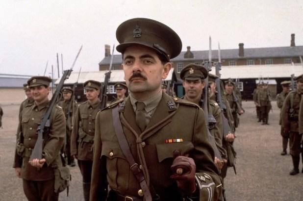 روان أتكينسون في دور جندي