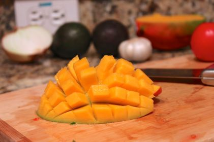 Cubed mango the easy way