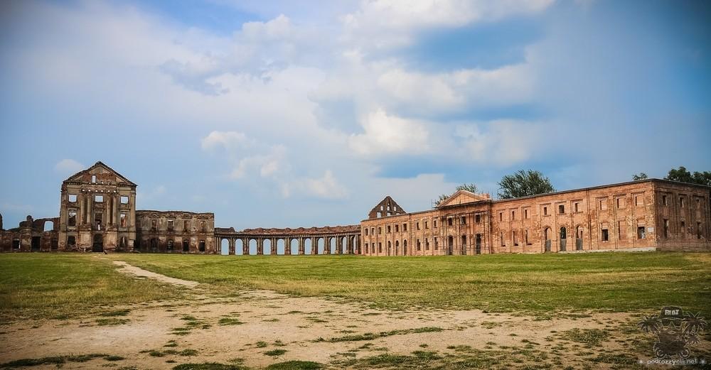 Podróż Życia, Białoruś motocyklem, Różane, pałac Sapiehów