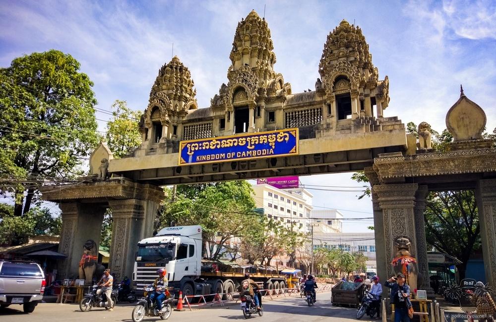 Round The half World, Kambodża, Poi Pet
