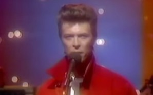 David Bowie performs 'Life On Mars?' on the Tonight Show in 1980