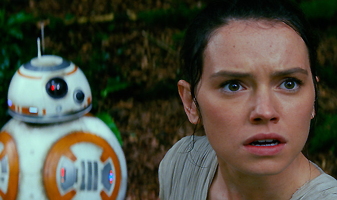 BB-8 and Daisy Ridley - Rey - 680