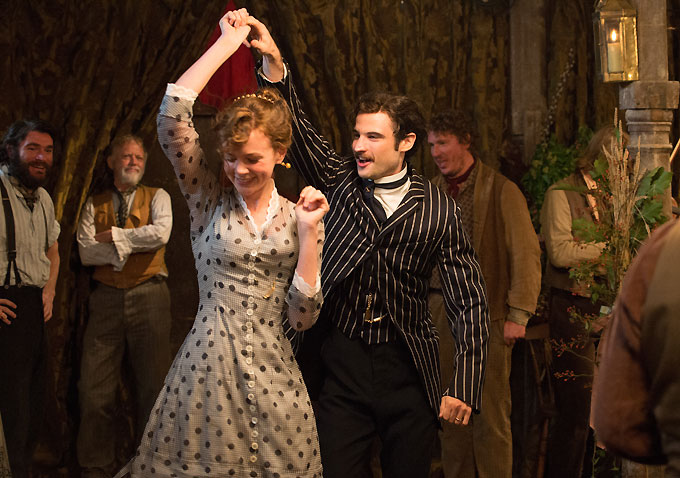 Carey Mulligan-Tom Sturridge-1-680