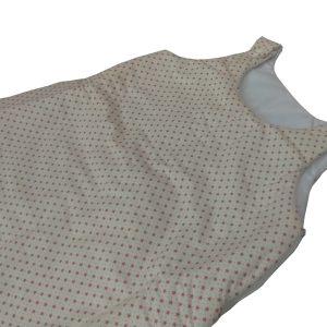 saquinho de dormir infantil branco com estampa de mini estrelas vermelhinhas