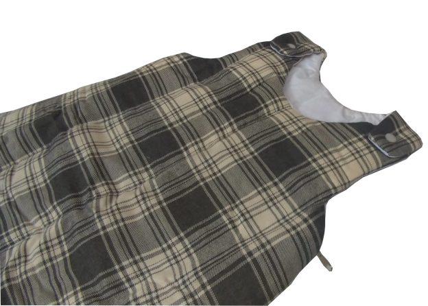 saquinho de dormir infantil xadrez cinza e bege