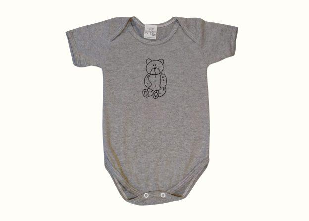 body bebê cinza mescla com estampa de ursinho teddy sentado
