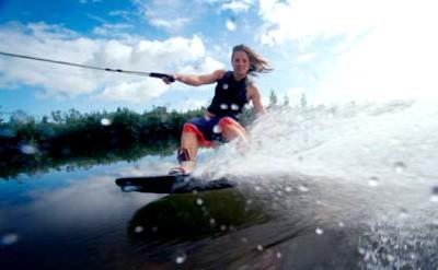 Водные лыжи. Виды и снаряжение. Начинающему и как выбрать