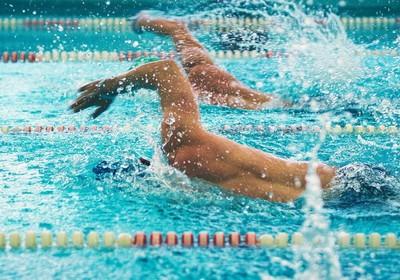 Спортивное плавание. Виды и соревнования. Польза и особенности