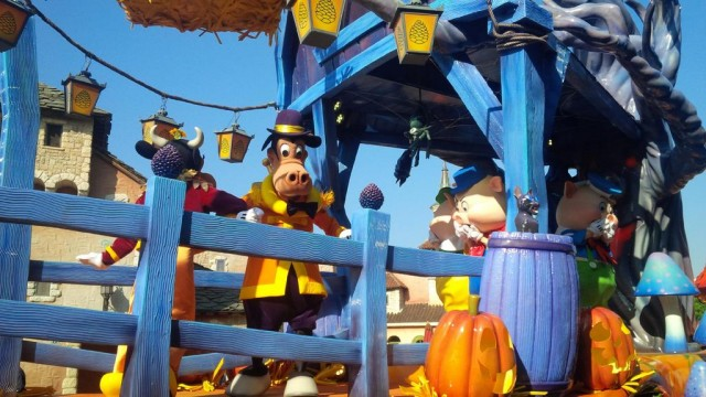 Mickey's Halloween Celebration parade adds new float: first pictures & video © DisneylandBerry