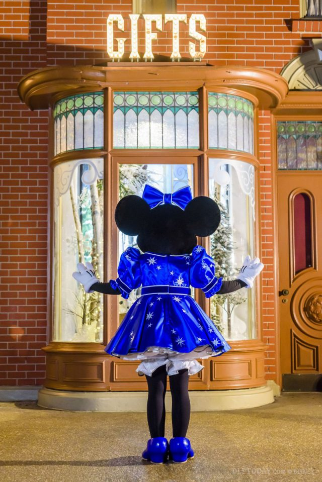 """Mickey and Minnie's """"sparkling blue"""" Disneyland Paris 25th Anniversary outfits revealed"""