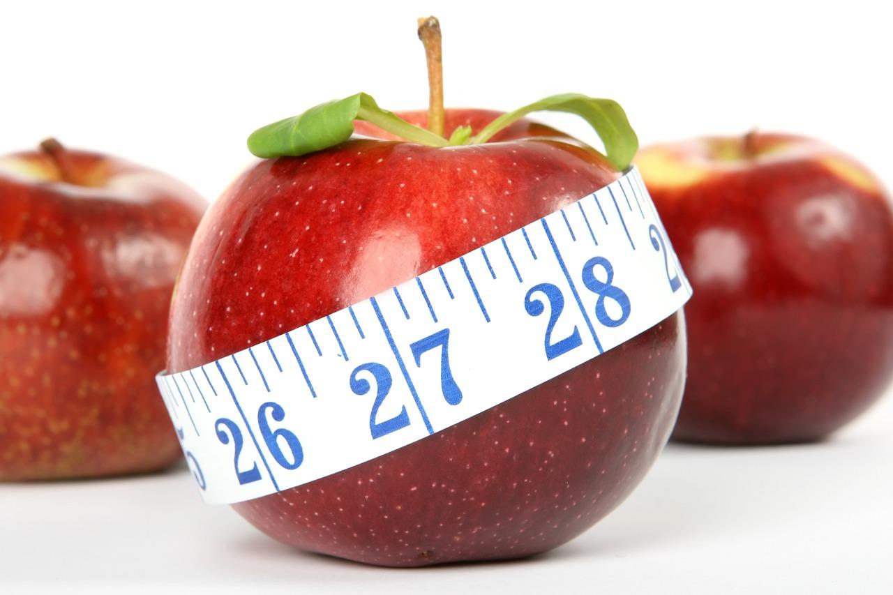 jabłko z centymetrem