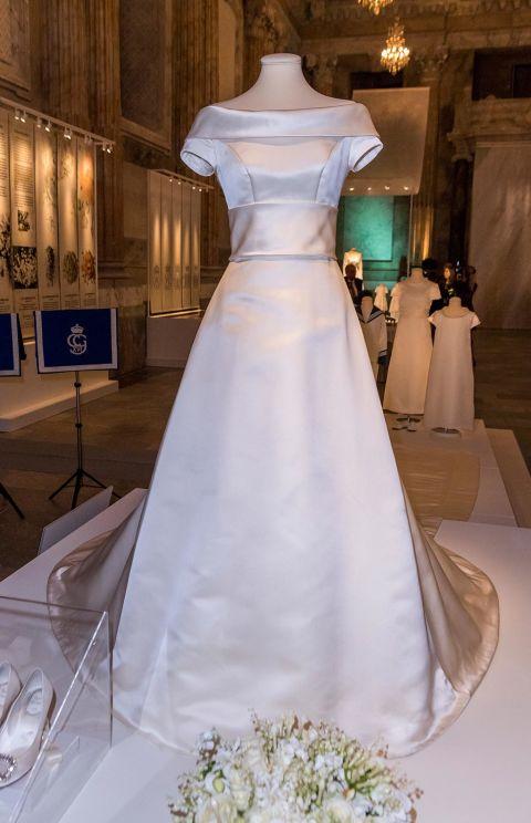 Image result for victoria de suecia vestido novia detalles